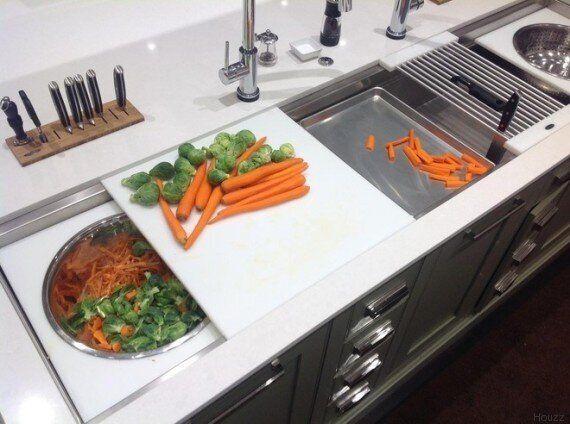 I trucchi dell'esperta per cucinare per molti ospiti, anche con una cucina piccola