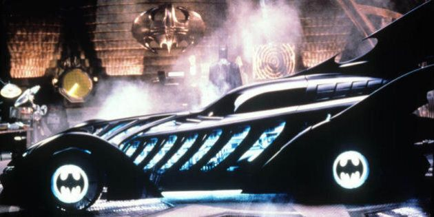 Una donna ha messo in vendita la Batmobile del fidanzato infedele