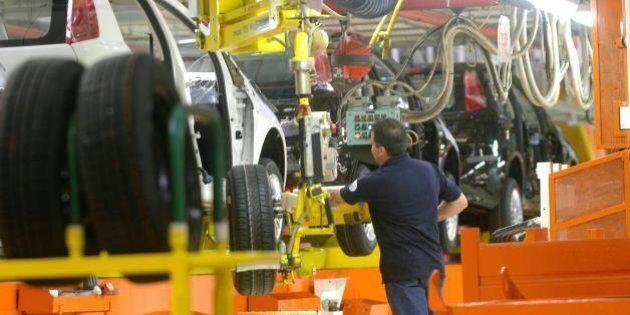 Istat, Produzione industriale a luglio +1,1%. +2,7% rispetto al 2014. Boom dell'auto. Renzi: