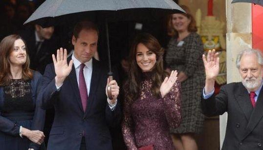 Kate in abito color porpora D&G è un'icona di