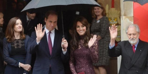 Kate Middleton in un abito Dolce & Gabbana color porpora per accogliere il presidente della Cina in visita...