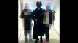 Entra in una scuola in Svezia mascherato e armato di spada, uccide il prof e ferisce 4