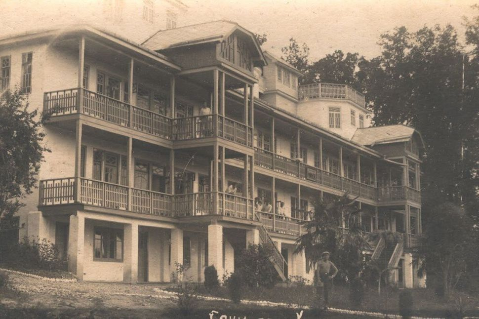 "Dacha, 1930s . (<a href=""http://opensochi.org/node/163"">Sochi Branch</a> of Russian Geographic Society)"