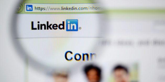 Vietato flirtare su LinkedIn. Storia di un collega complimentoso e di una paladina