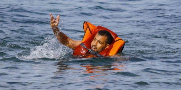 Emergenza profughi, affonda barcone davanti alle coste greche: 34 annegati tra cui 4