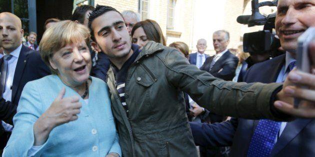 Emergenza profughi, Angela Merkel sotto attacco. La Germania impreparata ora corre ai