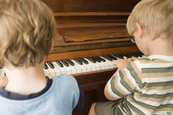 Gli effetti della musica sul nostro cervello, dal rilascio di dopamina al legame con il linguaggio fino...