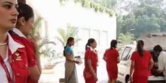 Air India taglia 130 hostess: troppo grasse per volare. Polemica per