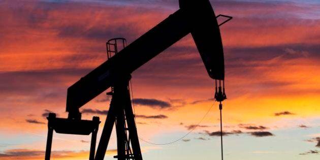 Petrolio, nuovo tonfo sotto i 30 dollari al barile. Al tappeto la borsa di