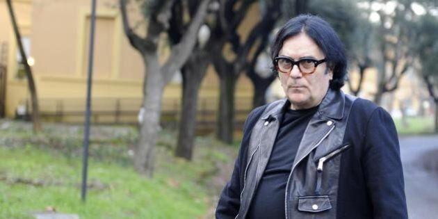 Renato Zero multato per parcheggio in sosta vietata. Il cantante si arrabbia coi vigili e chiama una...
