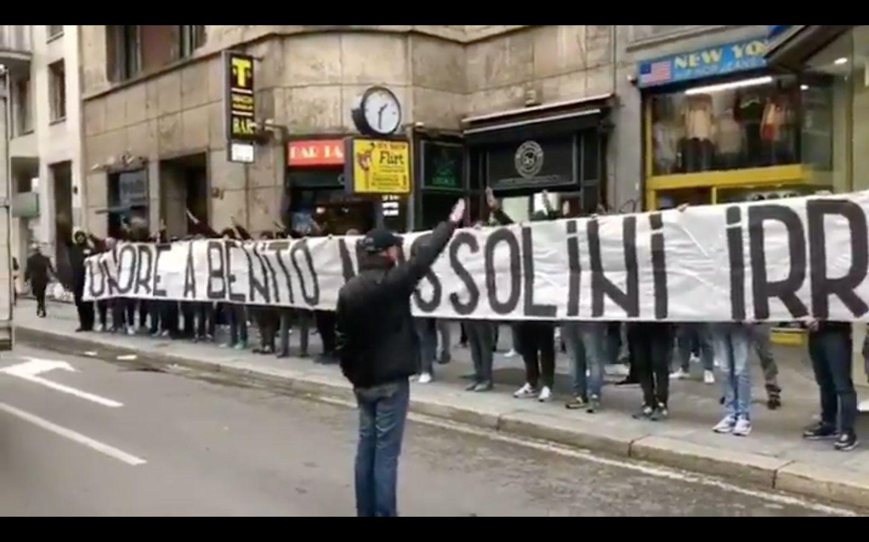"""Une banderole en """"honneur à Mussolini"""" déployée avant le match AC"""