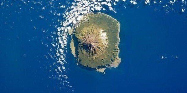 Tristan da Cunha, l'isola più remota del mondo cerca un professore. Richiesta voglia di vivere isolati...
