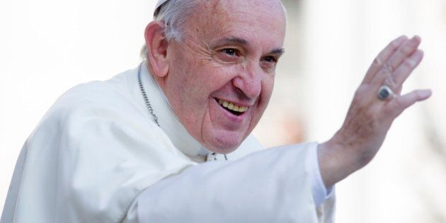 Migranti, Papa Francesco pensa a un viaggio a Lesbo tra i rifugiati. Fonti del governo greco