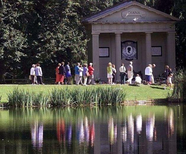 La sepoltura della principessa Diana sarà completamente rinnovata per il ventesimo anniversario della...