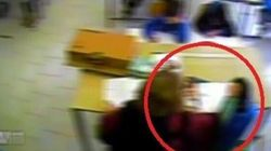 Schiaffi e tirate di capelli ai bambini: maestra delle elementari inchiodata dalle