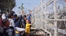 I bambini di Idomeni protestano con i fiori: