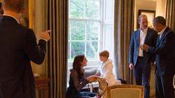 Ecco come il principino George ha messo in imbarazzo Harry durante la visita degli