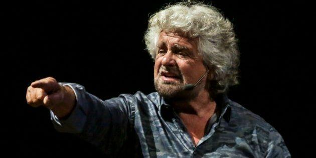 Beppe Grillo riaccende la questione morale del Pd: