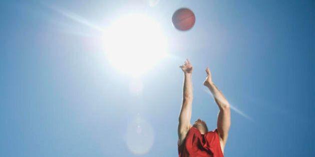 Un'autobiografia immaginaria sul basket, la solitudine, la tragedia e la