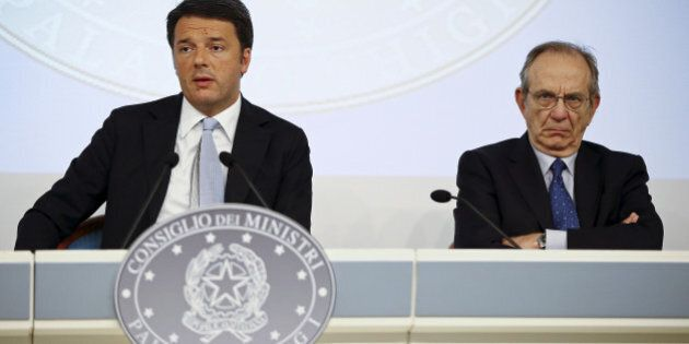 Italy's Prime Minister Matteo Renzi (L) and Economy Minister Pier Carlo Padoan attend a news conference...