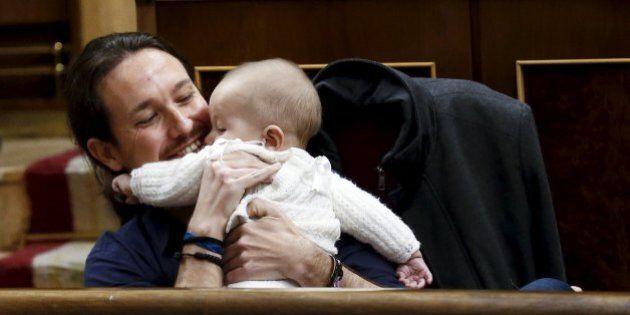 Neonati in Parlamento: dalla deputata di Podemos a Licia Ronzulli e Camila Vallejo ecco i bimbi in aula...