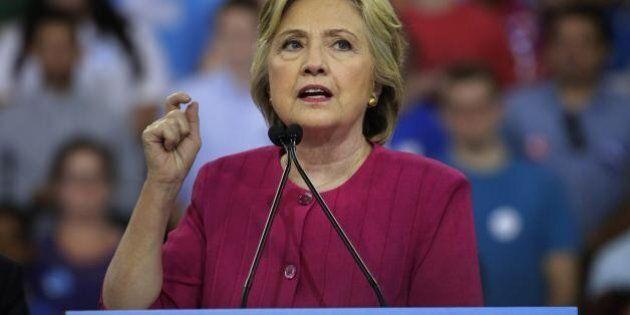 Hillary Clinton, l'Fbi indaga su hacker russi nei sistemi informatici della campagna dei