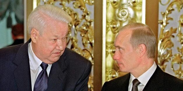 MOSCOW, RUSSIA:  Russian President Vladimir Putin (R) chats with the first President of Russia, Boris Yeltsin (L), during the