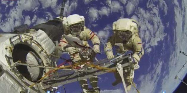 Tutti su Facebook a guardare la diretta dello spazio: ma era un video del 2013. Il gioco dei live rilanciati...