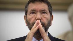 Marino prepara piazza per sfidare Renzi. Ritira le dimissioni e va in