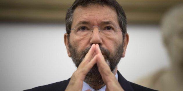Marino prepara la piazza per sfidare Renzi. Ritira le dimissioni e va in