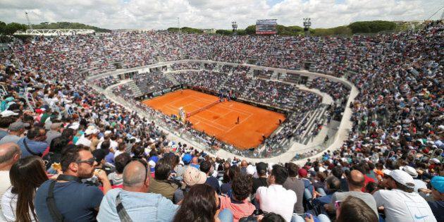 Dalla pallina alla città, da Federer a Pizzarotti, la lezione del tennis alla