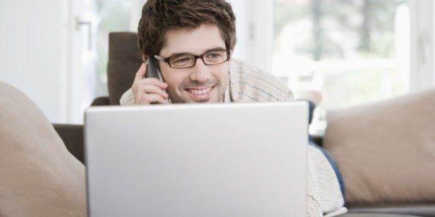 Smart working, lavorare da casa. Arriva una legge, stesse regole e diritti per chi opera in ufficio o