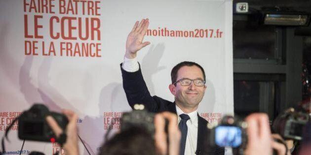 Benoît Hamon vince le primarie socialiste e sorpassa a sinistra Valls. Al ballottaggio avrà i voti di