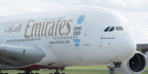 Il figlio è allergico alle noci, costretta a perdere un volo della Emirates. Il pilota: