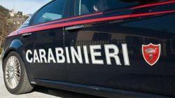 Uccide la compagna e con il coltello insanguinato va dai Carabinieri a