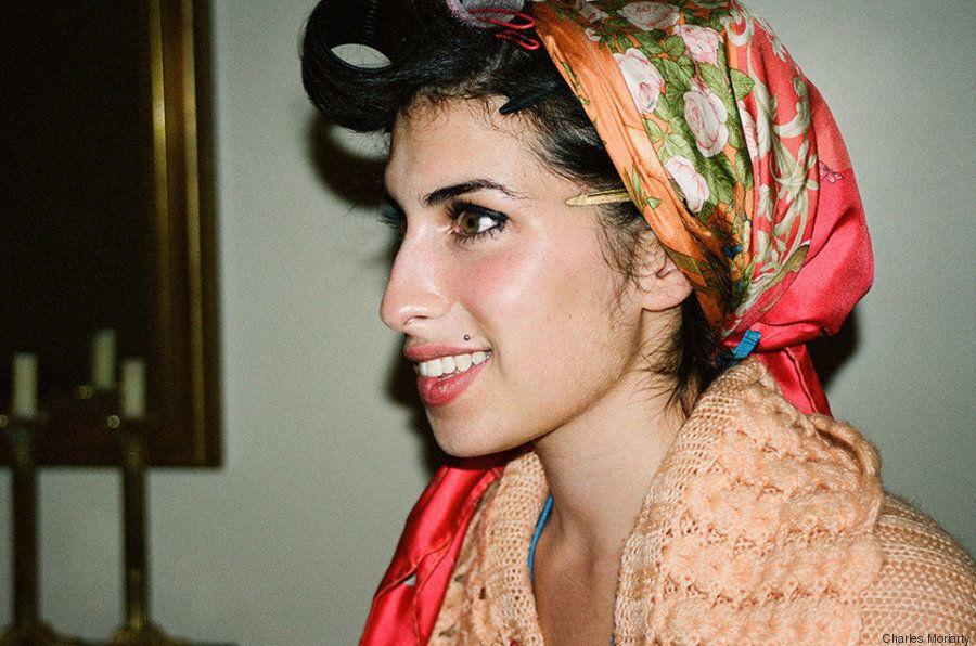 Alcune foto inedite di Amy Winehouse mostrano un lato di lei che in pochi hanno