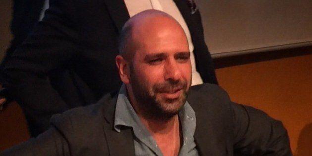 Checco Zalone al Salone del Libro: il comico pugliese accolto come una star a