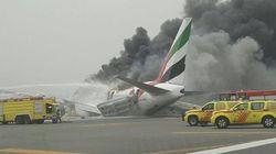Atterraggio sulla pancia, il motore prende fuoco: aereo in fiamme all'aeroporto di