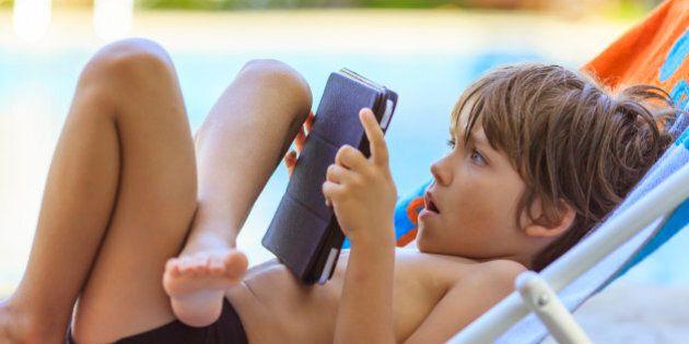 Il tablet per i bambini? Sì, ma non più di mezz'ora al giorno: rischiano danni permanenti al collo. La...