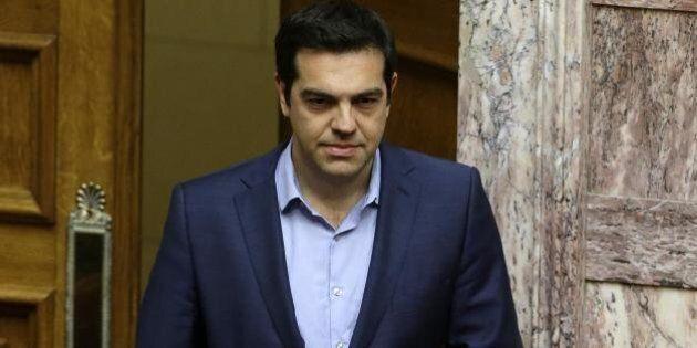 Grecia, Alexis Tsipras propone un referendum o un congresso per superare le divisioni interne di