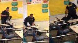 Studentessa nera si rifiuta di lasciare l'aula, il poliziotto bianco la trascina per