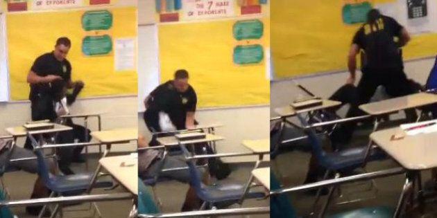 Studentessa afroamericana rifiuta di lasciare l'aula, il poliziotto bianco la aggredisce