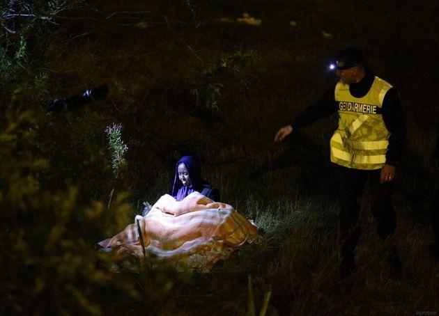 Calais, David Cameron invia più cani poliziotto e recinzioni per fermare il flusso di migranti dalla...