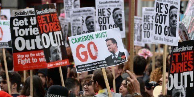Panama Papers, David Cameron sotto assedio. Dopo la stampa, la piazza. E lui si scusa: