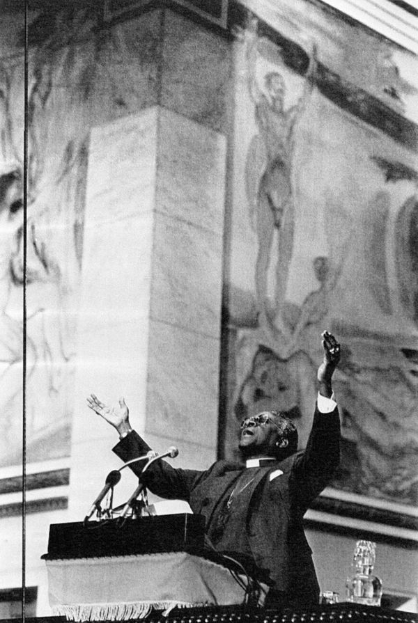 "Desmond Tutu receives the <a href=""http://www.nobelprize.org/nobel_prizes/peace/laureates/1984/press.html"" target=""_blank"">19"