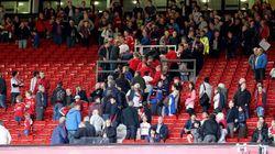 Il coro dei tifosi del Manchester United contro Jihadi John