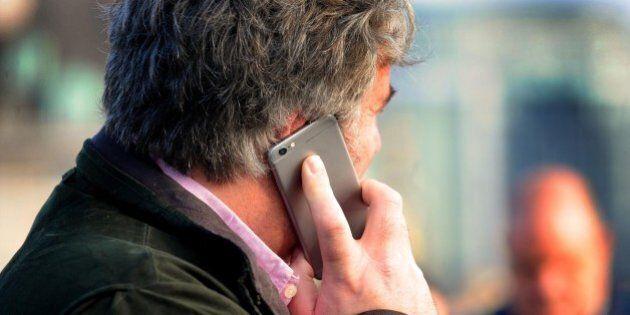 Ue abolisce roaming da giugno 2017. Stop all'extra costo per le telefonate nel territorio