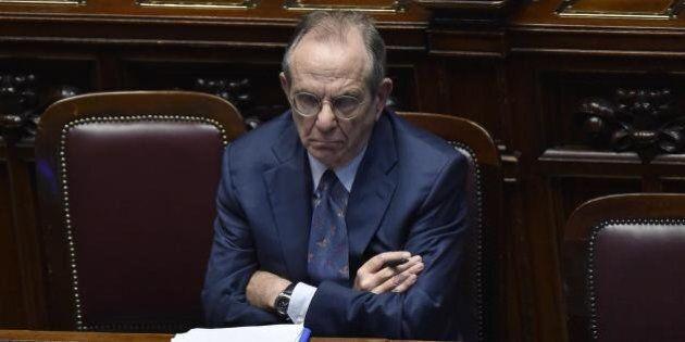 Pier Carlo Padoan punta il dito contro i banchieri: