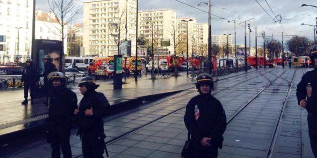Parigi allarme bomba sei licei