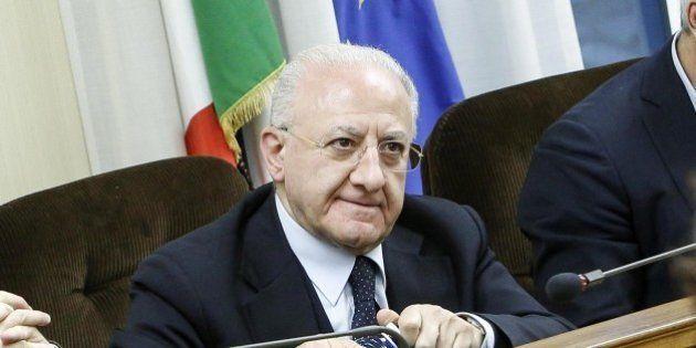 Vincenzo De Luca riceve nuovo avviso di garanzia per falso in atto